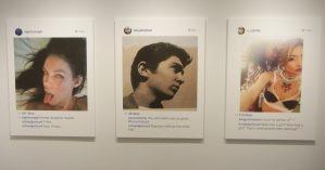 """Detalhe da exposição """"New Portraits"""" de Richard Prince."""