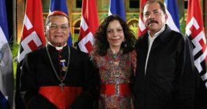 O Cardinal Obando y Bravo e o casal presidencial Rosario Murillo e Daniel Ortega - Reprodução