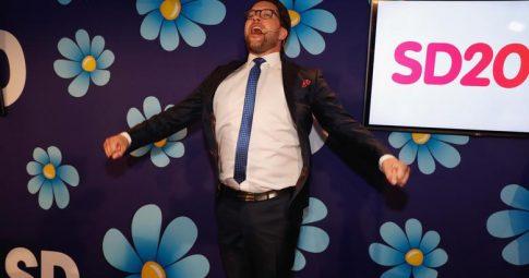 O líder do partido de extrema-direita sueco Jimmy Akesson celebra os resultados eleitorais - Michael Campanella/Getty Images