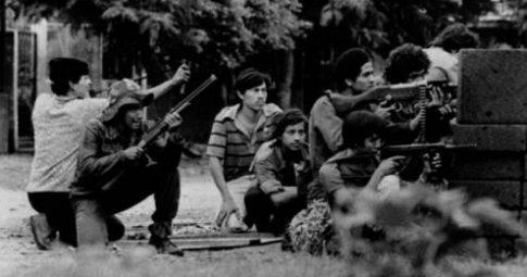 Tropas da Frente Sandinista de Libertação Nacional nas ruas de Manágua, julho de 1979