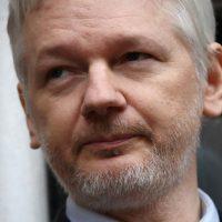 O que acontece se Julian Assange for julgado nos Estados Unidos?