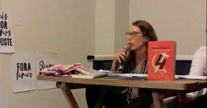 Giulia Tadini fala no lançamento da Revista Movimento n. 10 em Brasília.