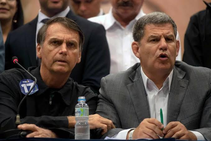 "Alerta ""laranja"": crise no PSL sinaliza dificuldades de Bolsonaro"