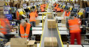 Trabalhadores em depósito da Amazon na Alemanha - Reprodução
