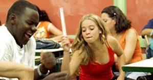 """Cena de """"Pro dia nascer feliz"""", 2005"""