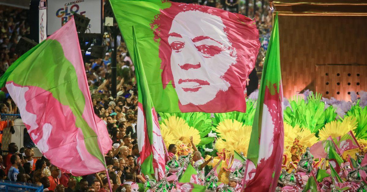 O Brasil verde-e-rosa das multidões
