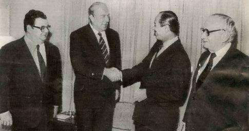 O Secretário de Estado dos EUA George Shultz (à esquerda), ao lado de ministros brasileiros do regime militar - Arquivo O Globo