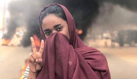 Manifestante em Khartoum - Reprodução