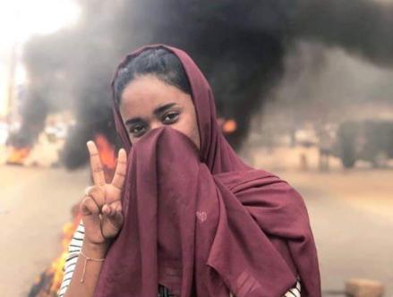 As histórias das mulheres à frente da rebelião sudanesa