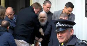 Julian Assange é preso em Londres. Reprodução