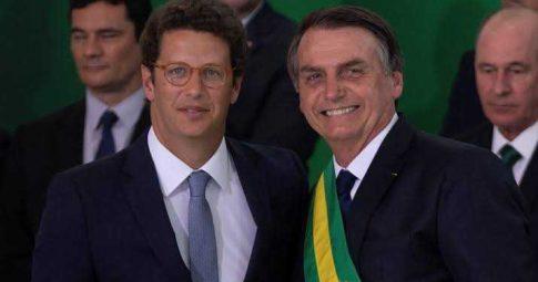 Bolsonaro ao lado de Ricardo Salles, ministro do Meio Ambiente - Reprodução