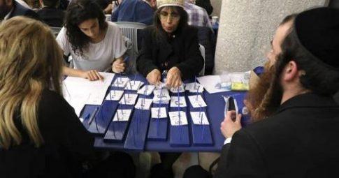Contagem dos votos das eleições legislativas em Israel. Foto da Comissão Central Eleitoral/Instagram
