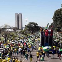 A rede Globo manipula uma vez mais