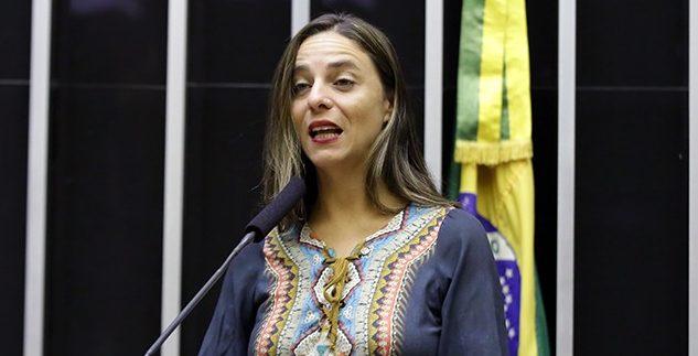 Fernanda Melchionna empareda Ministro da Educação
