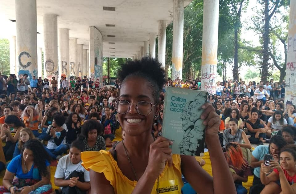 """O """"levante dos livros"""" contra Bolsonaro começa em 15 de maio"""