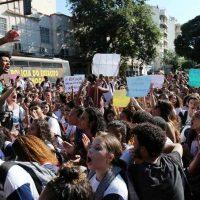 Professores e estudantes nas ruas: começou o pesadelo de Bolsonaro