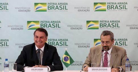 Bolsonaro ao lado de Abraham Weintraub - Marcos Corrêa/PR