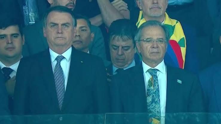 Em seis meses de Bolsonaro, já se ouvem as vaias da torcida