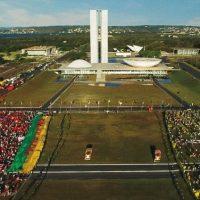 """""""Democracia em vertigem"""" ou reformismo em vertigem?"""
