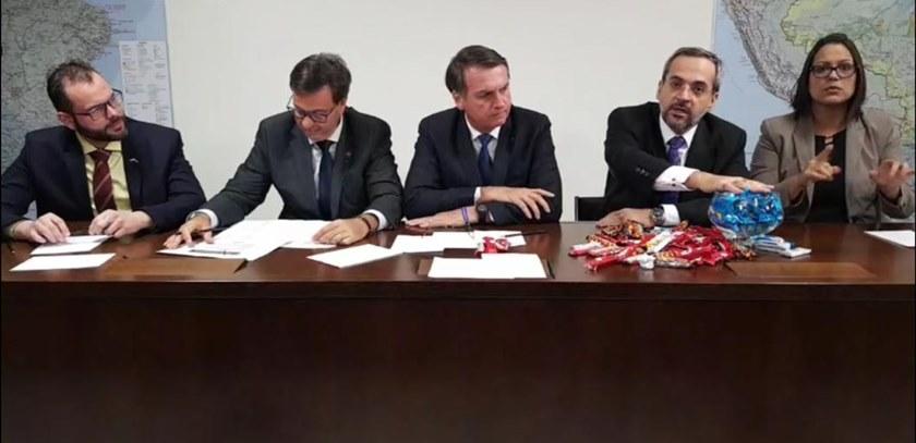 Bolsonaro e Weintraub contra a educação: round 2