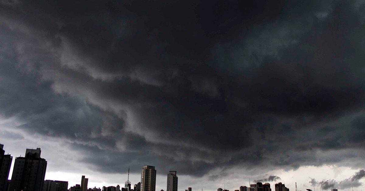 Uma noite vespertina e o desastre ecológico de Bolsonaro