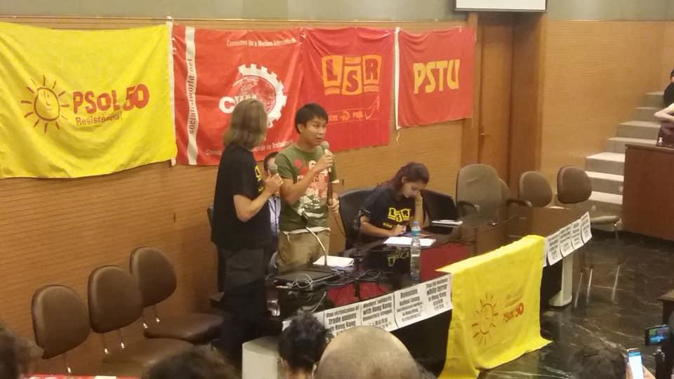 Mesa com ativista de Hong Kong