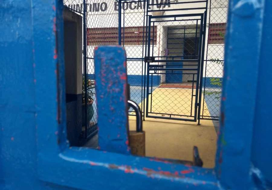 Sâmia Bomfim cobra Secretaria de Educação sobre convocação de professores em meio à epidemia