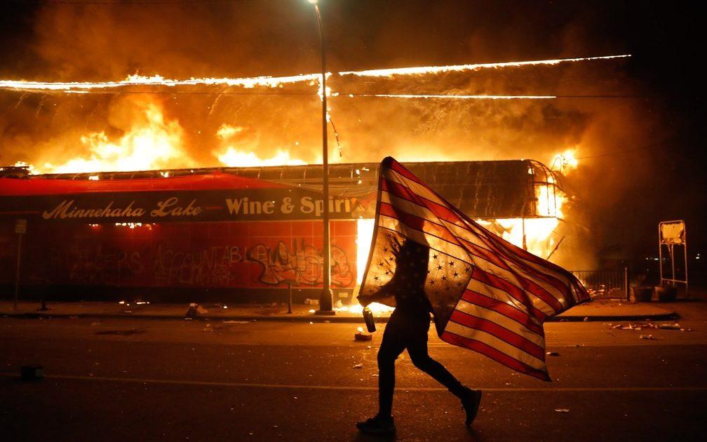 O racismo é internacional e luta contra ele também:  uma nota sobre a Rebelião Negra nos Estados Unidos