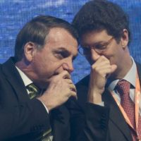 """A Amazônia no centro da crise: Bolsonaro e Salles querem """"passar a boiada"""""""