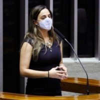 Fernanda Melchionna pede providências ao Ministério Público Federal sobre disseminação de fake news a respeito de vacinas para o Covid-19