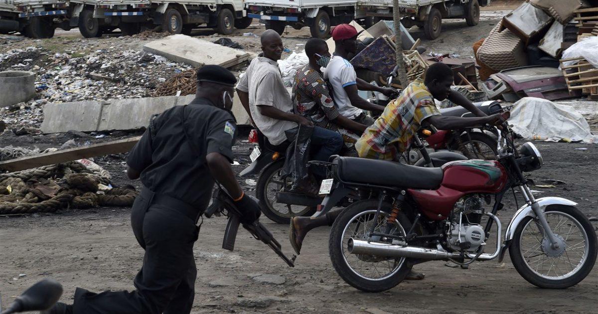 Os nigerianos pressionam pelo fim da brutalidade policial depois dos protestos globais por George Floyd