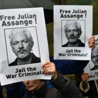 Justiça britânica decide contra extradição de Assange aos EUA