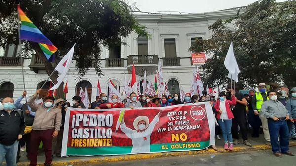 Praças e ruas se enchem em Lima e em todo o Peru