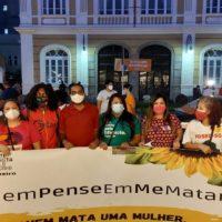 Manifestantes protestam contra o assassinato da jovem Vitória Melissa