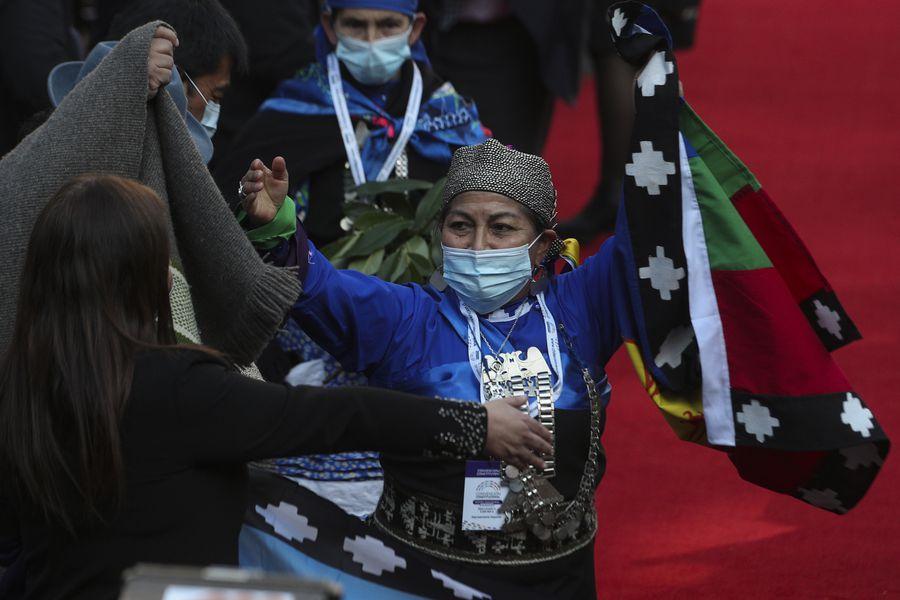 Emocionante discurso de Elisa Loncon, mulher e Mapuche, presidente da Convenção Constitucional do Chile