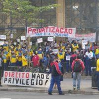 Privatização dos Correios: enquanto reforça o discurso golpista, Bolsonaro amplia o entreguismo