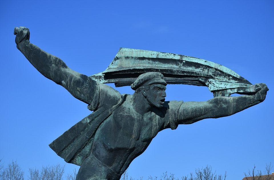 O bloco soviético e a problemática dos modos de produção e modos de exploração