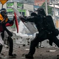 Colômbia: a repressão policial deixa manifestantes feridos e detidos